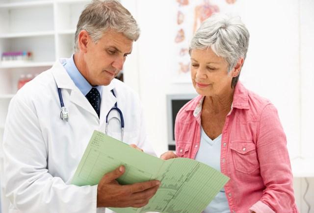 Доктор с пациентом о климаксе